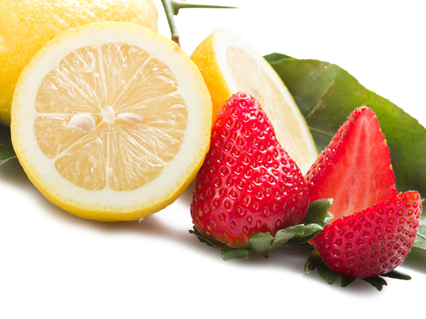 Lemon and strawberry for Sparkling Strawberry Lemonade