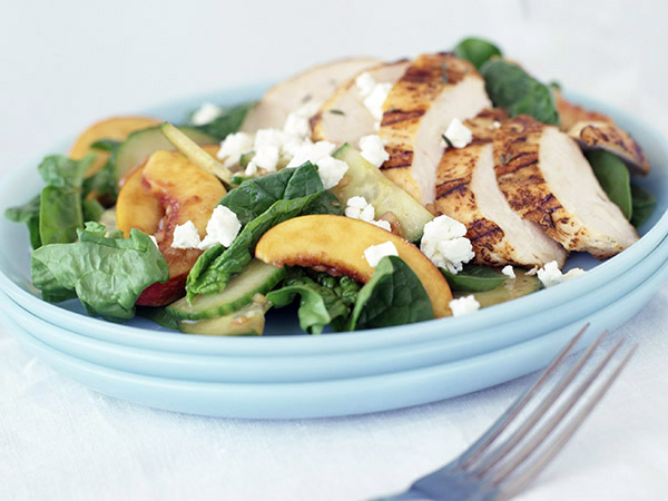 Salad with Chicken and Other Tips for Choosing a Nutrient-Rich Diet