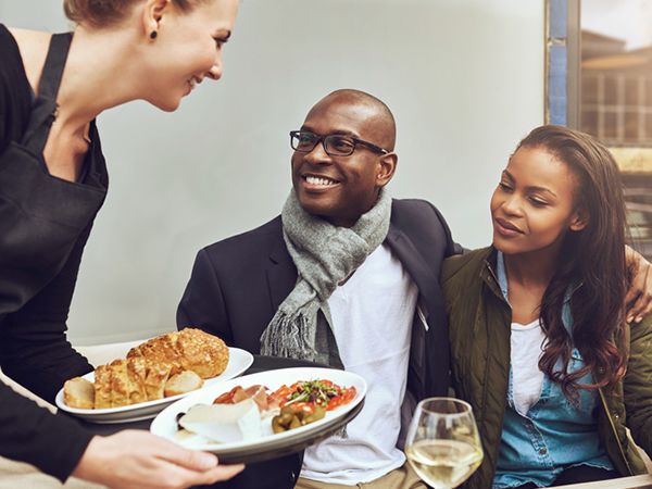 couple eating in a restaurant - How to Make Healthier Choices While Eating Out