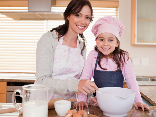 baking with daughter