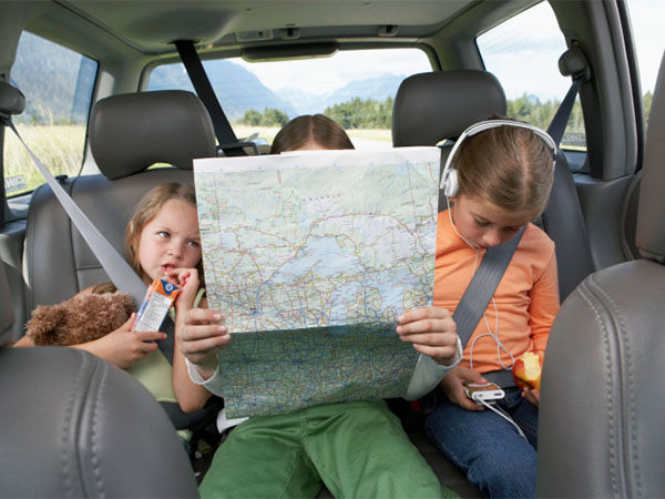kids on road trip