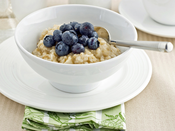 bowl of oatmeal with blueberries - 3 Easy Tips for Fueling Your Workout without Overdoing It