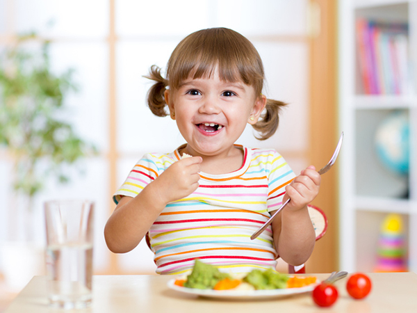 kid eating healthy food - Raise Healthy Eaters in the New Year