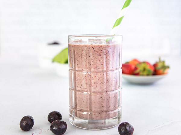 /-/media/eatrightimages/food/planningandprep/recipes/berries--spinach-smoothie.jpg