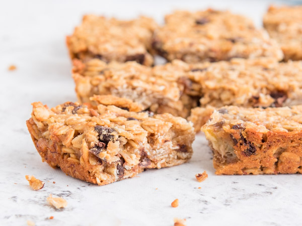 /-/media/eatrightimages/food/planningandprep/recipes/chocolate-chip--oatmeal-chewy-bars.jpg