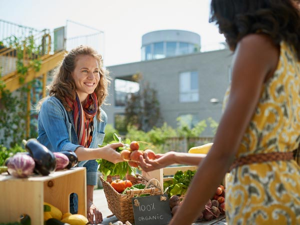 Be a Savvy Farmers Market Shopper