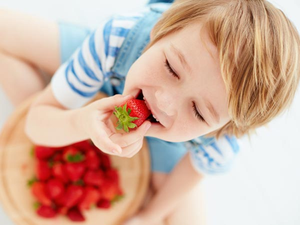 /-/media/eatrightimages/food/vitaminsandsupplements/nutrientrichfoods/the-season-for-strawberries-922460192.jpg