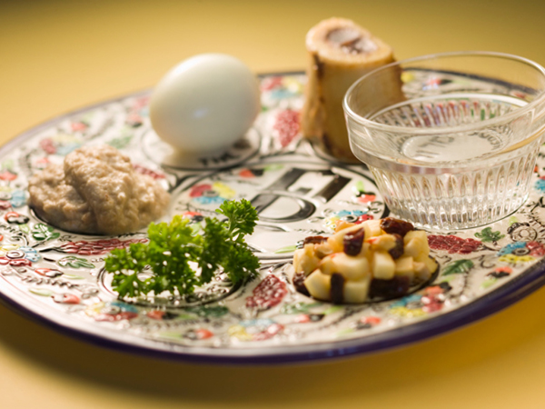 Seder plate - 6 Tips for a Healthier Passover