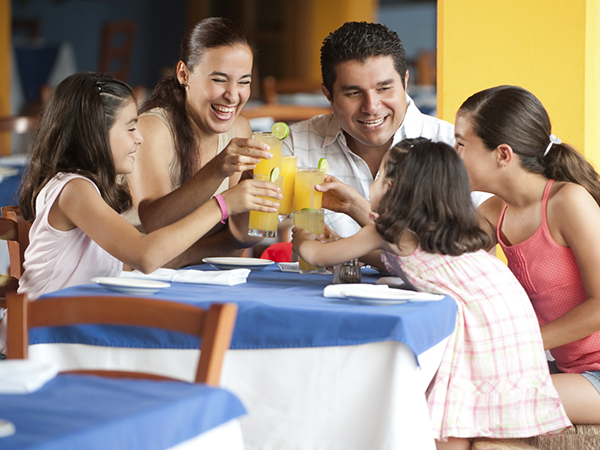 family out to dinner - 6 Tips for Dining Out without Blowing Your Eating Plan
