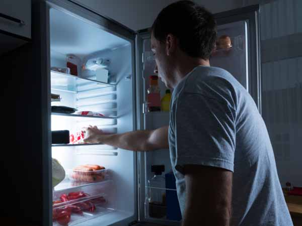 Eating at Night - 5 Tips to Curb Your Late-Night Snacking